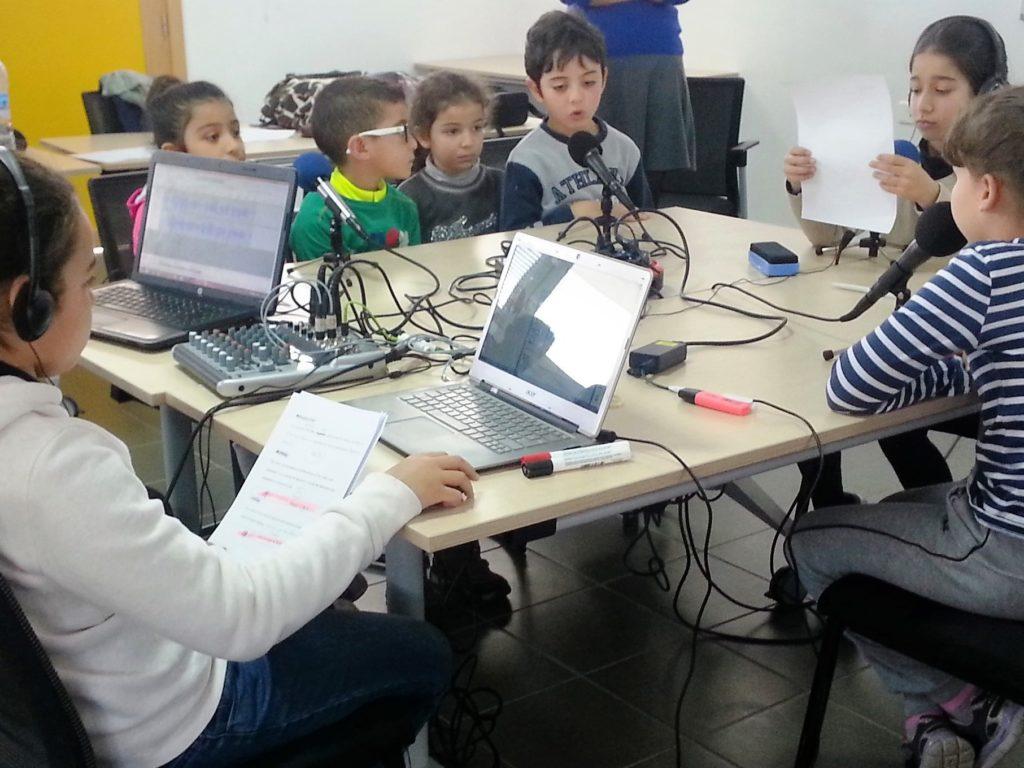 A Rabat, webradio dans une école primaire française