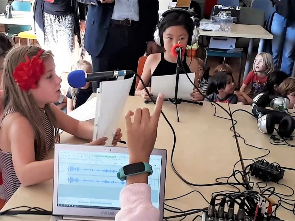 A Los Angeles, formation webradio à l'école primaire internationale de Pasadena