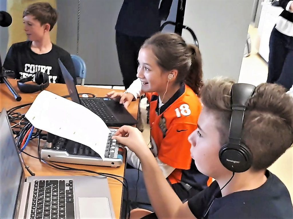 A San Francisco, webradio à la French American International School