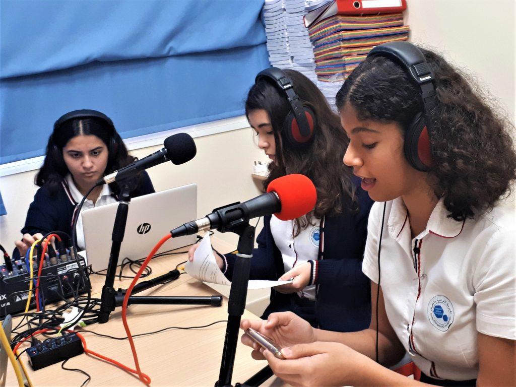 A Bahreïn, au lycée français avec des élèves de la 6ème à la 2de