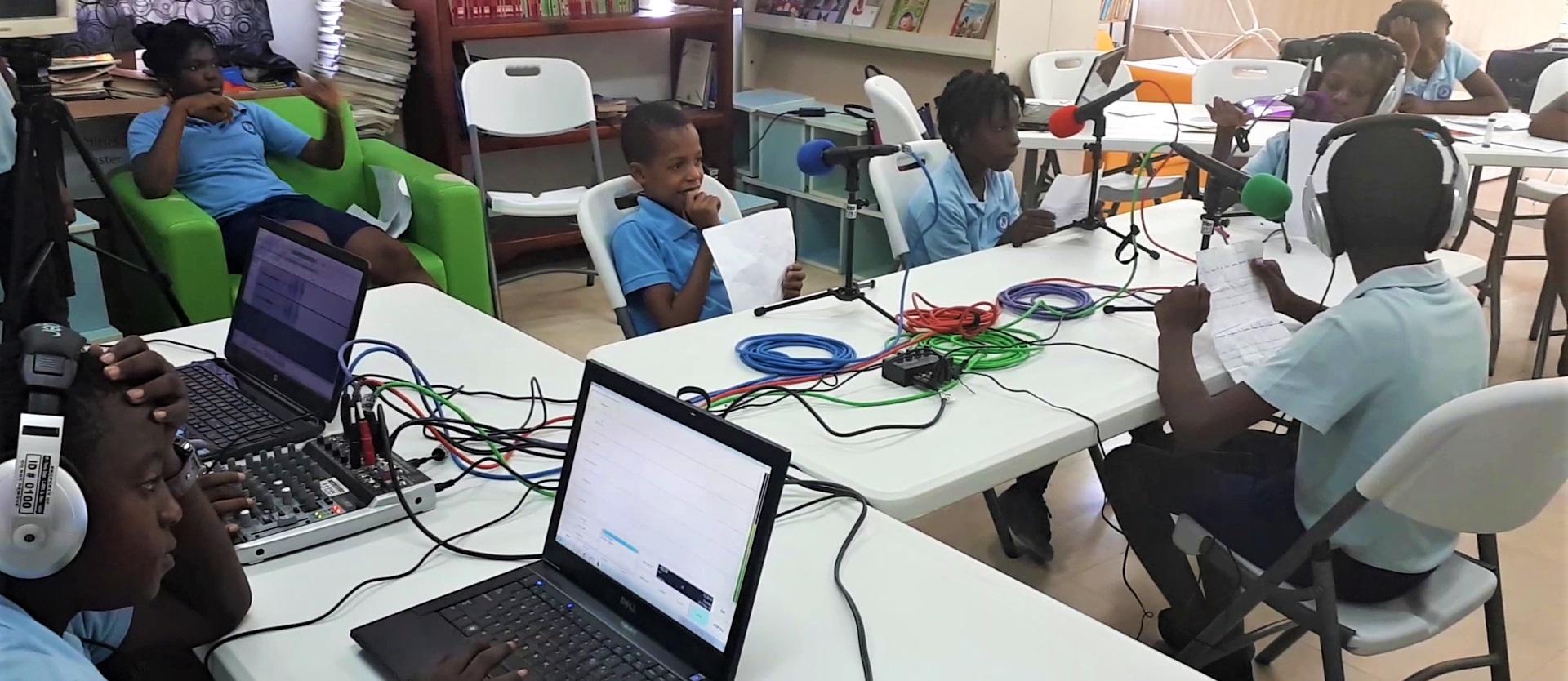 En Haïti, émission lors de la formation de l'atelier webradio en primaire